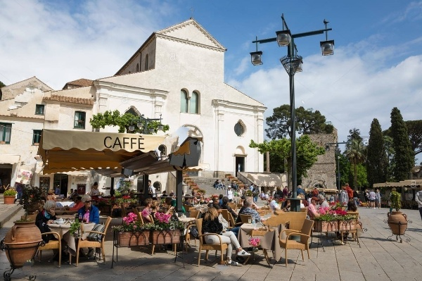 RELAX AT RAVELLO SQUARE